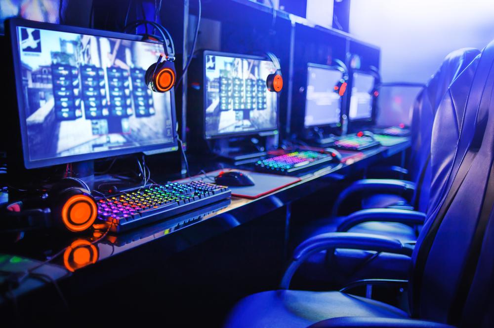 Gamer,Computer,Online,In,Internet,Cafe